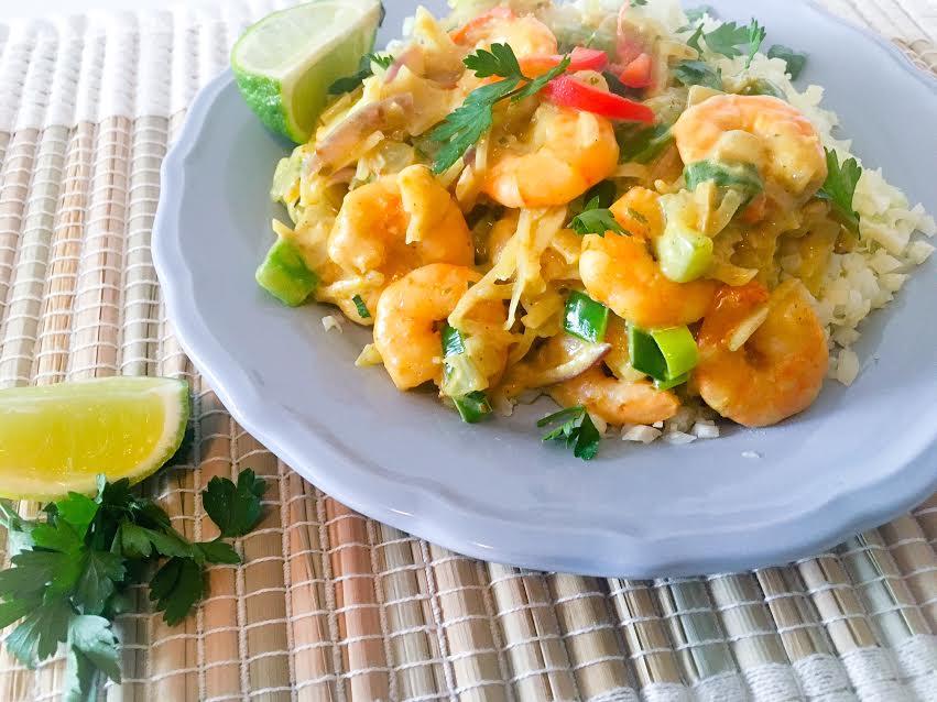 Groene curry met garnalen en bloemkoolrijst
