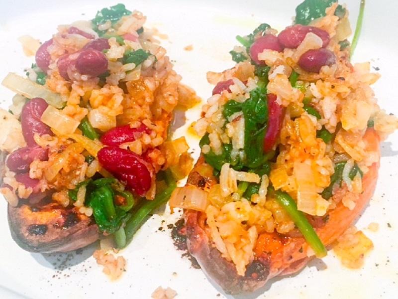 Gevulde zoet aardappel met spinazie & rijst
