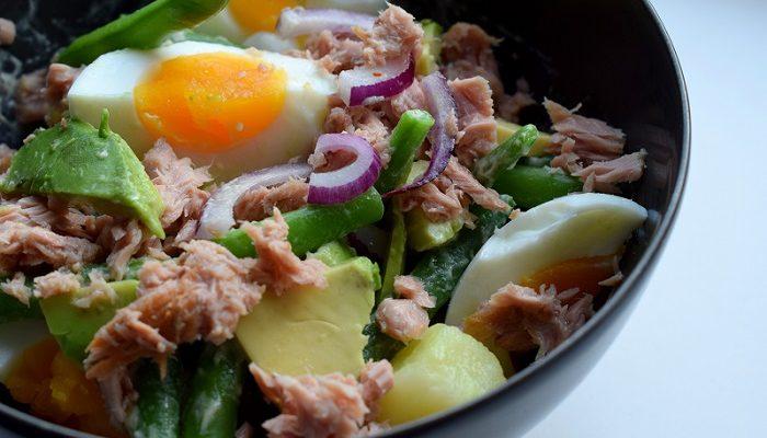 Lauwwarme maaltijdsalade met avocado & tonijn